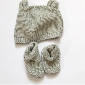 ❗️Baby Gap gray knitted hat and booties set❗️